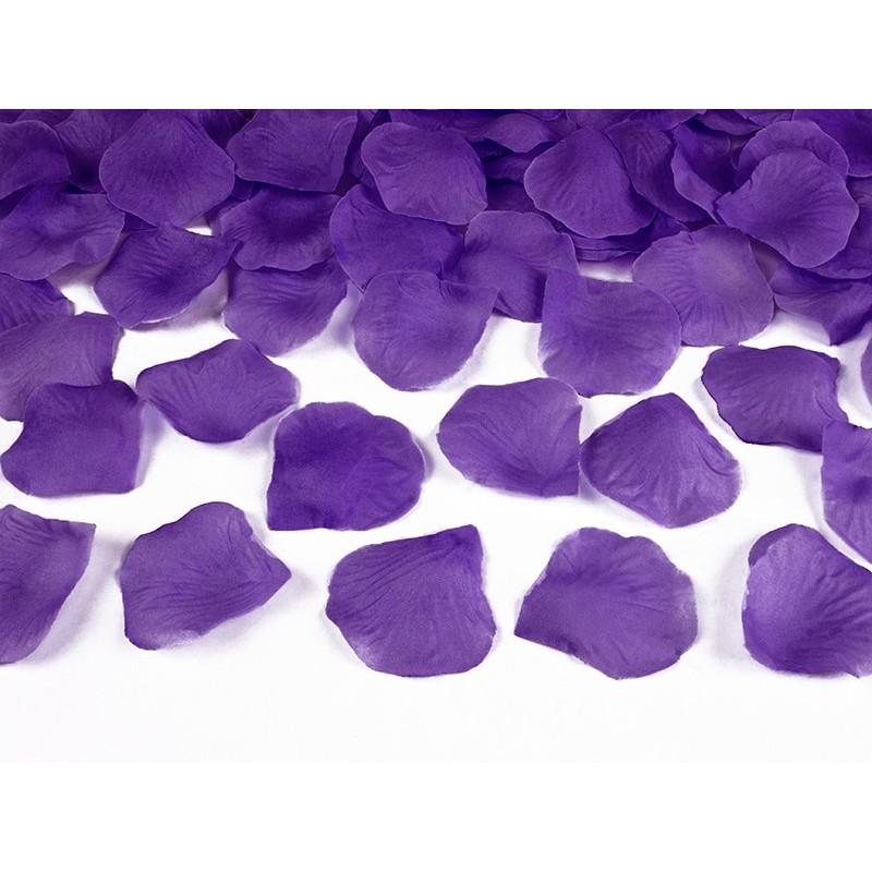 Fialové plátky růží