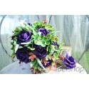 Svatební kytice z fialových pěnových růží