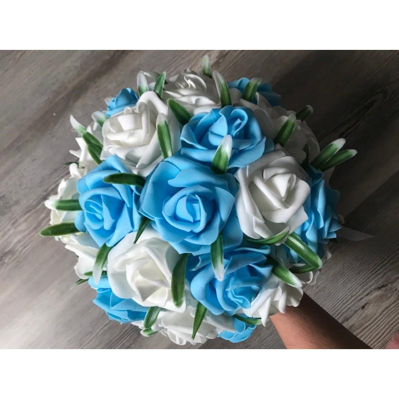 Pěnová kytice sv. modrá - bílá vč. korsáže